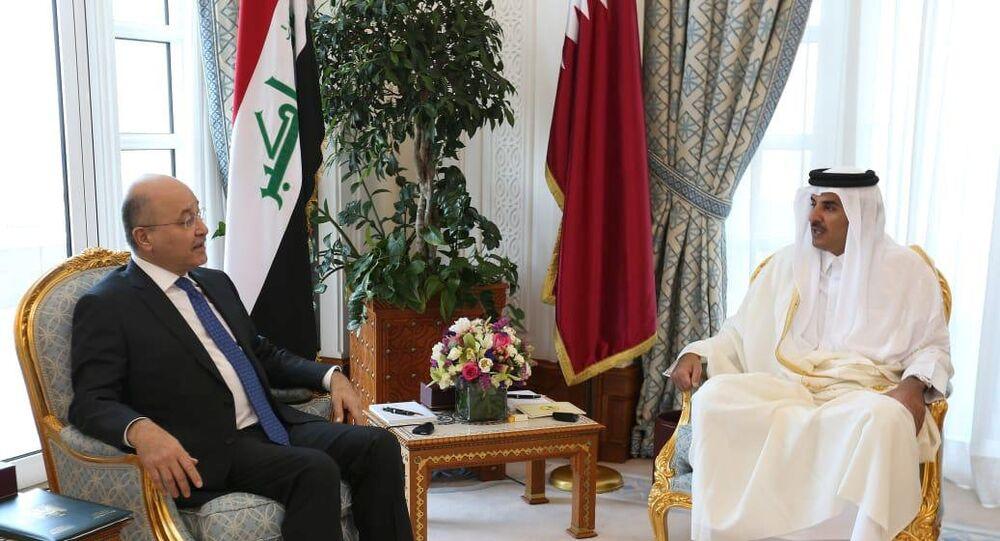 أمير قطر الشيخ تميم بن حمد آل ثاني خلال استقباله الرئيس العراقي برهم صالح في العاصمة الدوحة