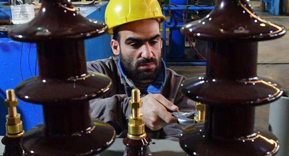 منتجات مصنع المحولات الكهربائية Union Transformers، في ضواحي دمشق