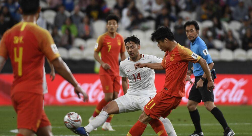 منتخب الصين مع نظيره الفلبيني ضمن الجولة الثانية من منافسات المجموعة الثالثة في كأس آسيا 2019 في الإمارات