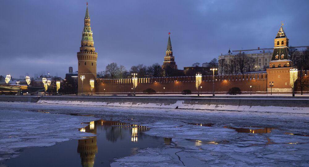 الكرملين ينعكس في مياه  نهر موسكو