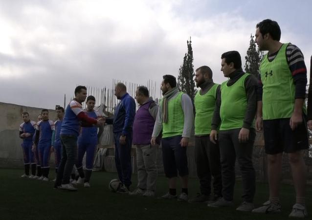 مشفى ابن خلدون للأمراض العقلية والنفسية في حلب يقيم مباراة فريدة لكرة القدم بين فريق نزلائه المرضى وبين فريق أطباء المشفى