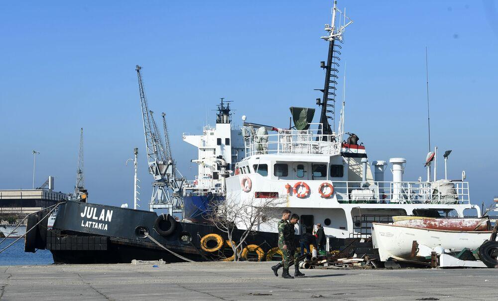 سفن بميناء اللاذقية