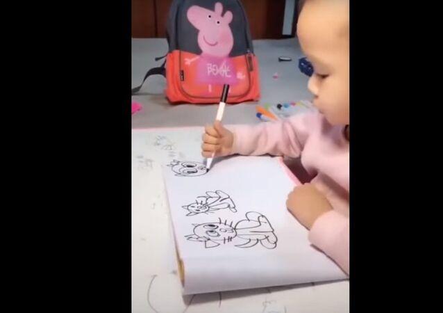 رغم صغر سنها.. طفلة ترسم لوحات  فنية مذهلة  (فيديو)