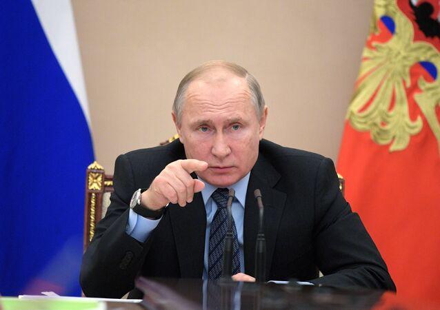 الرئيس الروسي فلاديمير بوتين أثناء اجتماع مع أعضاء الحكومة الروسية، 16 يناير/ كانون الثاني 2019