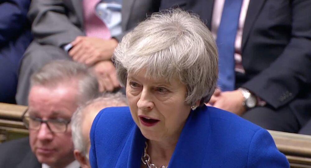 رئيسة الوزراء البريطانية تيريزا ماي تتحدث بعد فوزها في تصويت على الثقة بعد رفض البرلمان لصفقة خروج بريطانيا من الاتحاد الأوروبي