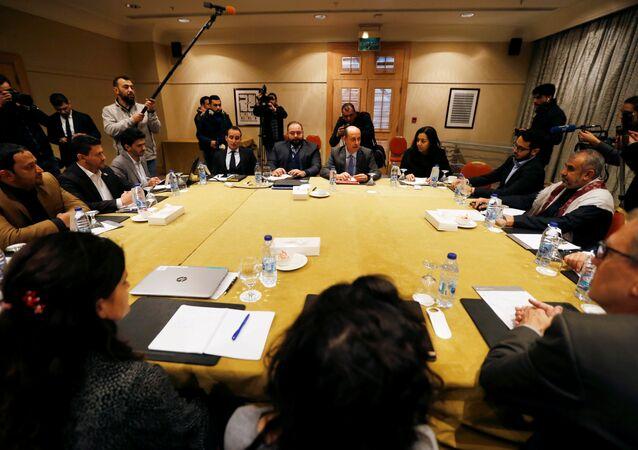 مندوبون من أنصار الله والحكومة اليمنية المدعومة من السعودية يناقشون صفقة تبادل الأسرى في عمان
