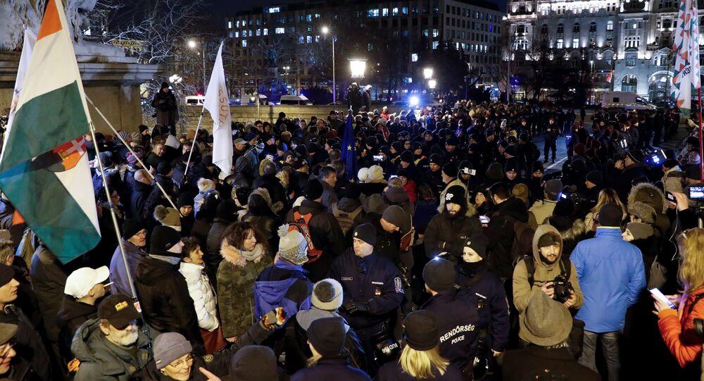احتجاجات في المجر ضد قانون العمل الجديد