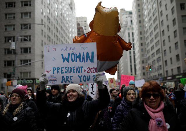 مسيرات نسائية حاشدة في مئات المدن الأمريكية ضد ترامب