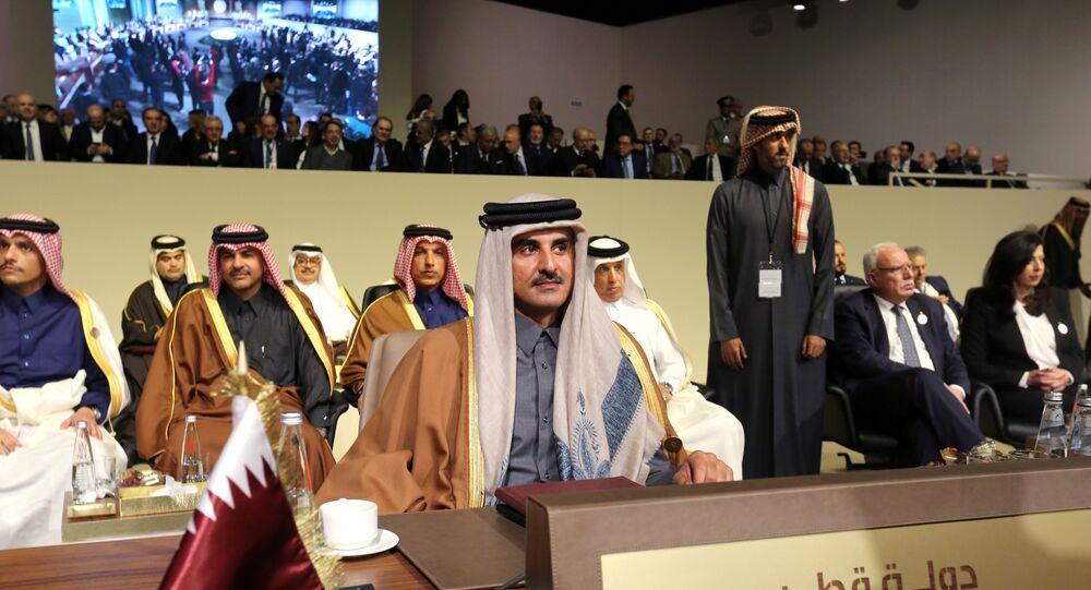 أمير قطر خلال القمة الاقتصادية