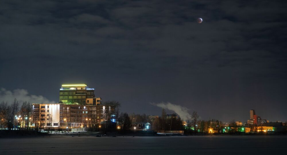ظاهرة خسوف القمر 21 يناير/ كانون الثاني 2019 - القمر الدموي - بيتروزافودسك، روسيا