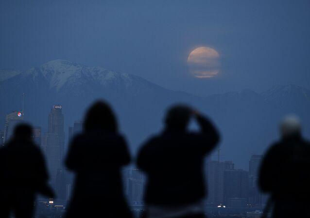 ظاهرة خسوف القمر 21 يناير/ كانون الثاني 2019 - القمر الدموي - لوس أنجلوس، الولايات المتحدة