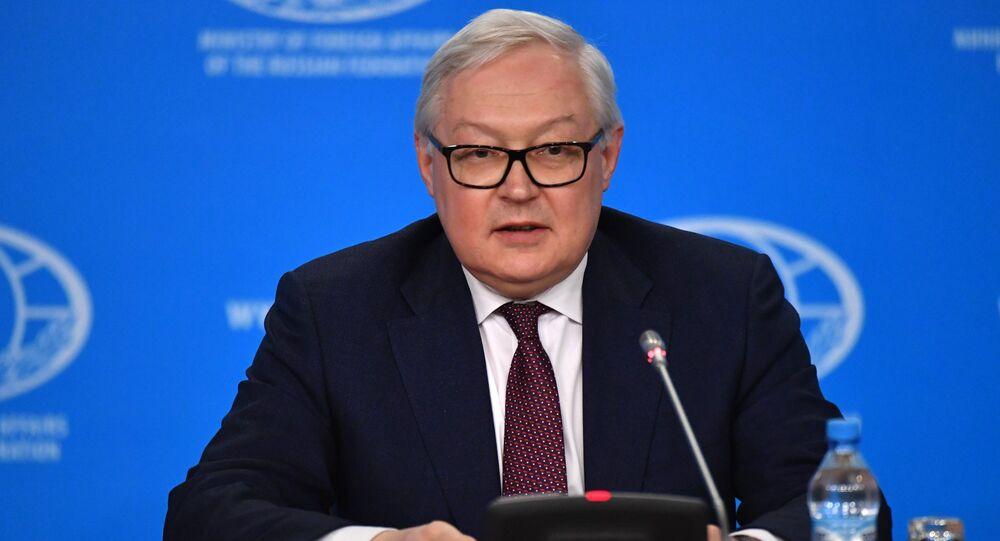 نائب وزير الخارجية الروسي، سيرغي ريابكوف خلال مؤتمر صحفي حول معاهدة الصواريخ متوسطة وبعيدة المدى