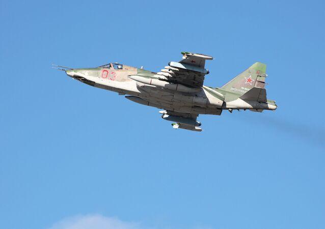 المقاتلة الهجومية سو-25 إس إم3 خلال المناورات في منطقة كراسنودارسكي كراي، روسيا