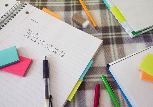 الكتابة باليد