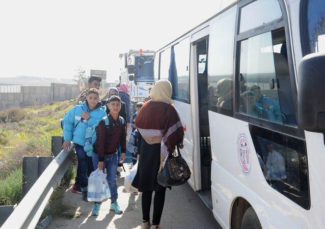 10 آلاف لاجئ سوري عادوا من مخيمات الأردن منذ فتح معبر نصيب