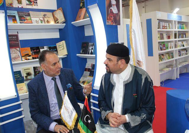 الوزيران الليبيان حسن أونيس وجمعة الفاخري في معرض القاهرة الدولي للكتاب