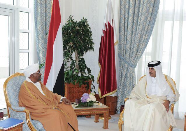 أمير قطر الشيخ تميم بن حمد آل ثاني يستقبل الرئيس السوداني عمر البشير