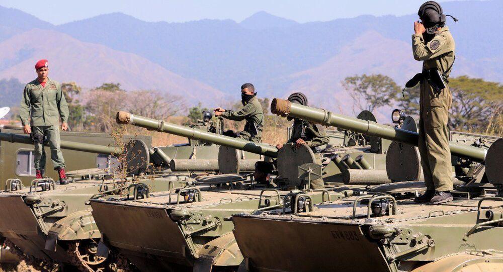 الرئيس الفنزويلي نيكولاس مادورو يتفقد استعدادات الجيش الفنزويلي، 27 يناير/ كانون الثاني 2019