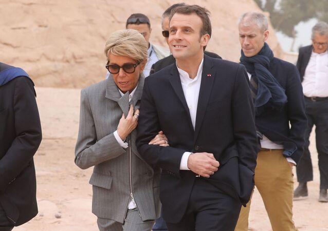 الرئيس الفرنسي إيمانويل ماكرون وزوجته بريدجيت ماكرون في زيارة إلى معبد أبو سمبل جنوبي مصر، 27 يناير/ كانون الثاني 2019