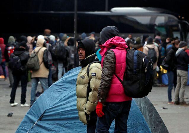 الشرطة الفرنسية تقوم بإجلاء مخيم للمهاجرين، اللاجئين، في باريس، فرنسا 29 يناير/ كانون الثاني 2019