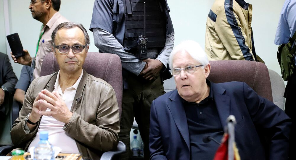 رئيس بعثة المراقبين الأمميين في اليمن الجنرال الهولندي السابق باتريك كمارت مع مبعوث الأمم المتحدة البريطاني مارتن غريفيث