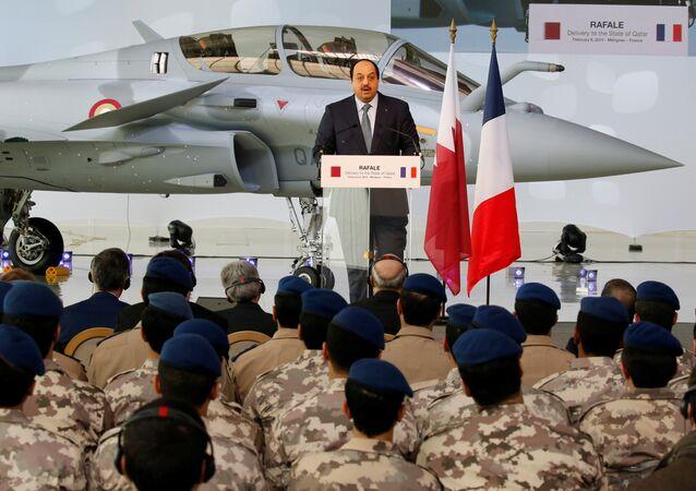 وزير الدولة القطري لشؤون الدفاع خالد بن محمد العطية، خلال استلام الطائرة الأولى من عقد شراء 24 طائرة رافال في فرنسا