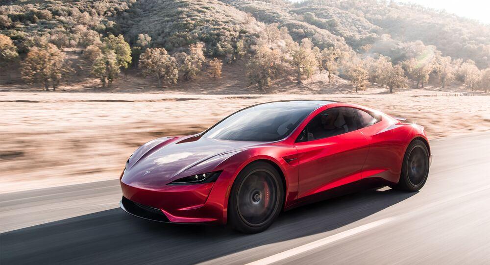 سيارة تسلا التي تعمل على الطاقة الكهربائية