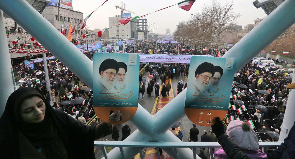 الذكرى الـ 40 على الثورة الإسلامية الإيرانية، اسقطا نظام الشاه في 1979، مسيرات في طهران، إيران 11 فبراير/ شباط 2019 - الرئيس الإيراني حسن روحاني