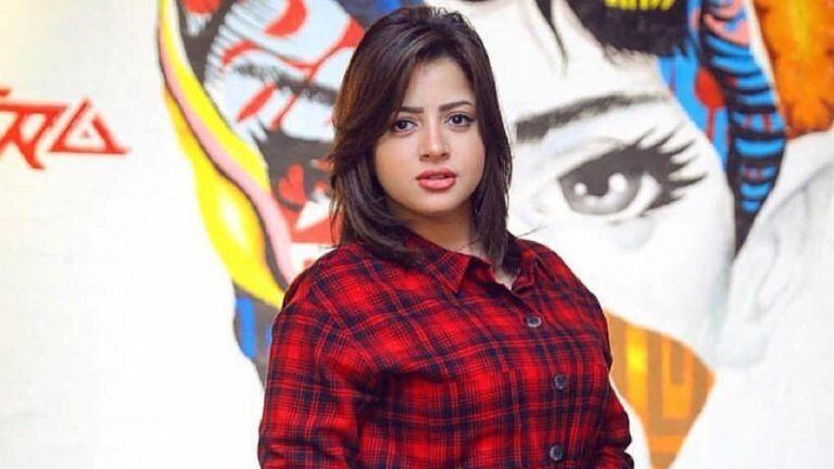 الممثلة المصرية منى فاروق