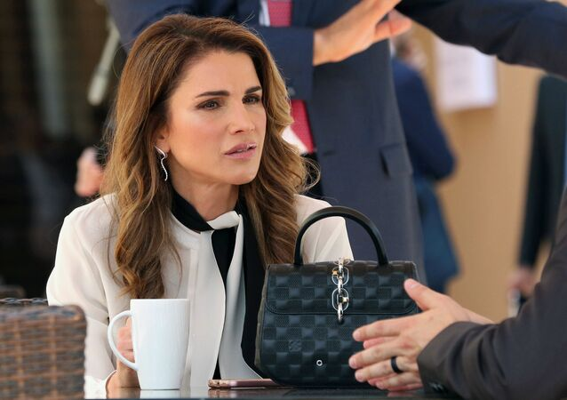 الملكة رانيا العبد الله، ملكة الأردن، أثناء افتتاح الجلسة العامة: منتدى الاقتصاد العالمي في منتجع البحر الميت، الأردن 20 مايو/ أيار 2017
