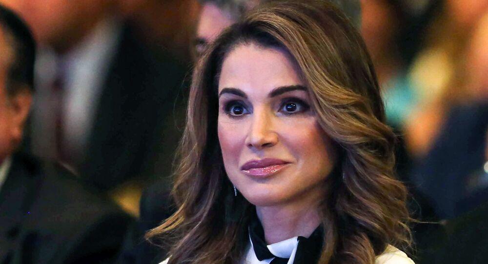 الملكة رانيا العبد الله، ملكة الأردن، أثناء افتتاح الجلسة العامة: منتدى الاقتصاد العالمي في منتجع الشونة البحري بالبحر الميت، الأردن 20 مايو/ أيار 2017
