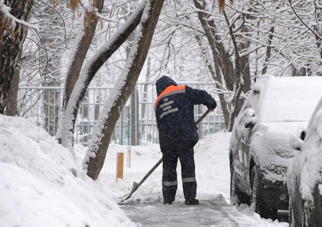 موسكو تشهد تساقط ثلوج كثيفة ليلة 12-13 فبراير/ شباط، سجلت رقما قياسيا مقارنة بعام 1995