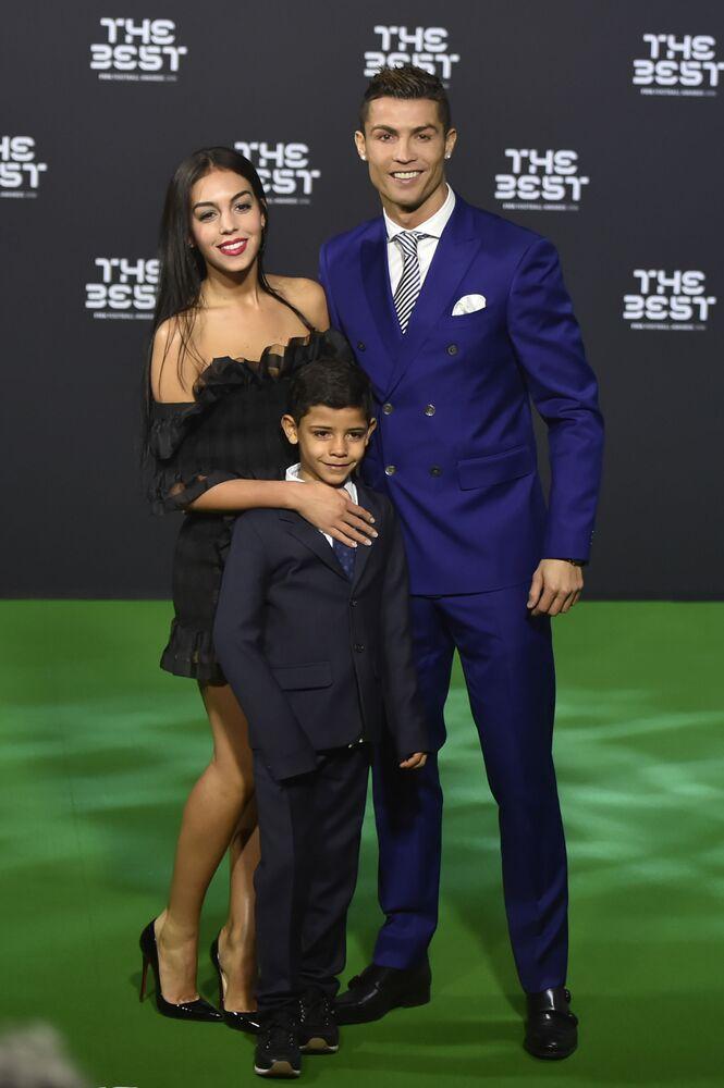 لاعب كرة القدم البرتغالي كريستيانو رونالدو وخطيبها جيورحينا رودريغيز