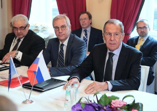 لافروف مع الأمين العام لحلف شمال الأطلسي، ينس ستولتنبرغ