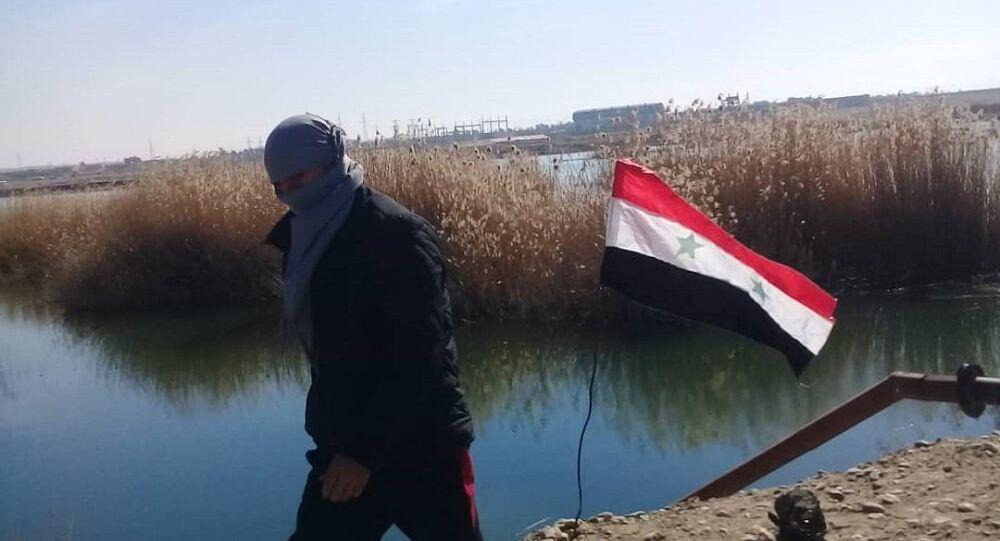 الأعلام السورية ترتفع في الرقة.. وقتلى من (قسد) بـ 3 انفجارت (أضاءت) ليل المدينة