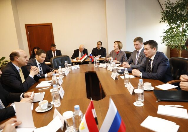 اجتماع رئيس هيئة قناة السويس مع الوفد الروسي للإعلان عن موعد تأسيس المنطقة الروسية في مصر