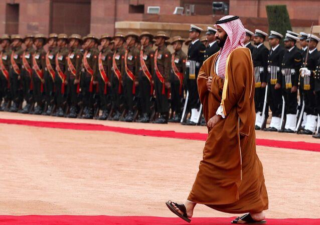 ولي عهد المملكة العربية السعودية الأمير محمد بن سلمان يتفقد حرس الشرف خلال حفل الاستقبال في القصر الرئاسي في نيودلهي