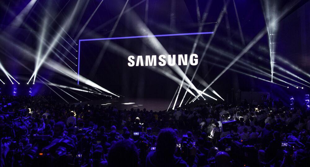 عرض هواتف سامسونغ غالاكسي فولد (Samsung Galaxy Fold) في سان فرانسيسكو، الولايات المتحدة 20 فبراير/ شباط 2019