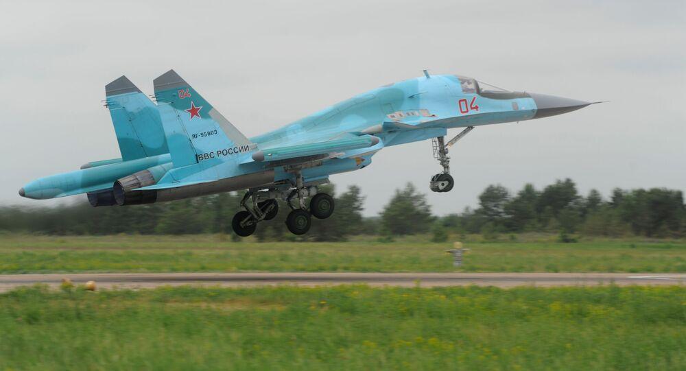 القاذفة سو-34 خلال تدريبات قوات الدفاع الجوي الروسية