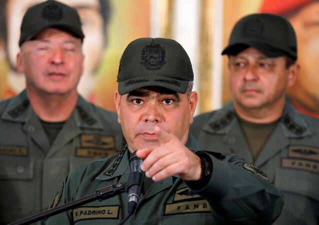 وزير الدفاع الفنزويلي فلاديمير بادرينو لوبيز في مؤتمر صحفي في العاصمة كاراكاس في 19 فبراير / شباط 2019