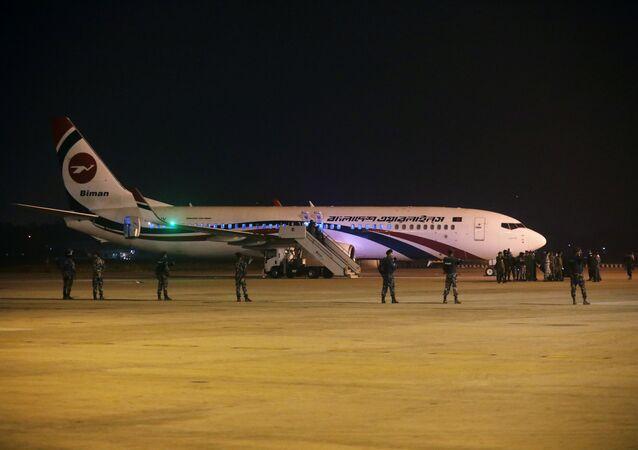 الطائرة البنغالية بعد فشل محاولة اختطافها وهي في رحلتها إلى دبي