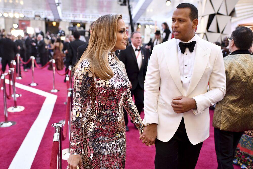 المغنية الأمريكية جينفر لوبيز وزوجها أليكس رودريغيز يصلان لمراسم الحفل الـ 91 لتوزيع جوائز أوسكار السينمائية في هوليوود، لوس أنجلوس، كاليفورنيا، الولايات المتحدة 24 فبراير/ شباط 2019