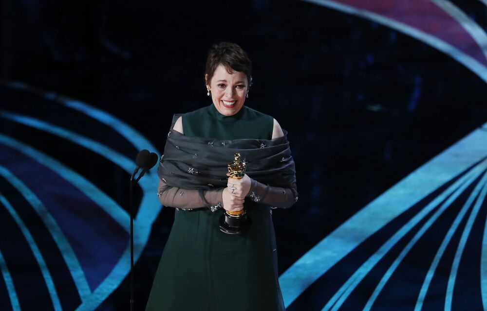 الممثلة أوليفيا كولمان الحاصلة على جائزة أفضل ممثلة في فيلم The Favourite، في مراسم الحفل الـ 91 لتوزيع جوائز أوسكار السينمائية في هوليوود، لوس أنجلوس، كاليفورنيا، الولايات المتحدة 24 فبراير/ شباط 2019