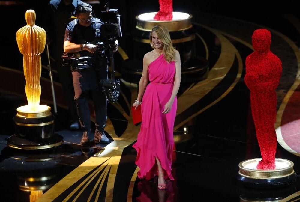 الممثلة الأمريكية جوليا روبيرتز أثناء مراسم الحفل الـ 91 لتوزيع جوائز أوسكار السينمائية في هوليوود، لوس أنجلوس، كاليفورنيا، الولايات المتحدة 24 فبراير/ شباط 2019