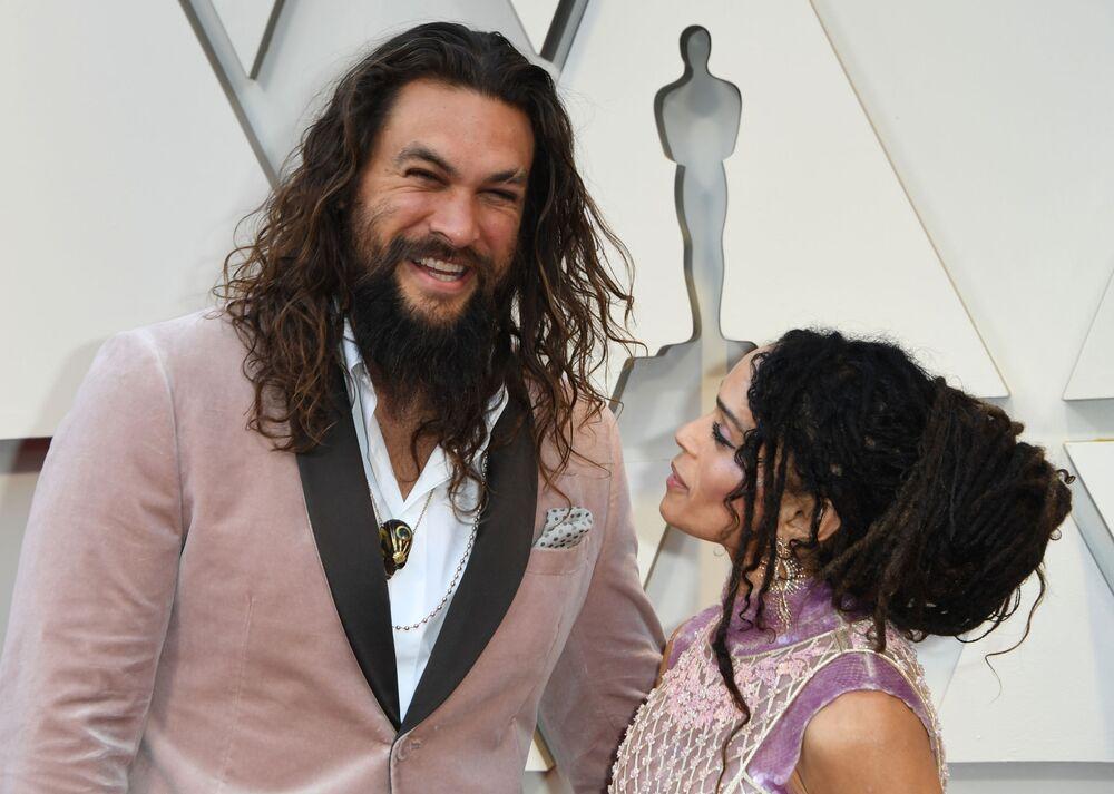 الممثل جايسون موموا وزوجته الممثلة ليزا بونيت  خلال مراسم الحفل الـ 91 لتوزيع جوائز أوسكار السينمائية في هوليوود، لوس أنجلوس، كاليفورنيا، الولايات المتحدة 24 فبراير/ شباط 2019