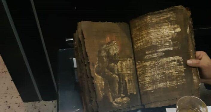 الأمن السوري يضبط شبكة لسرقة الآثار ويستعيد إنجيل بيزنطي وزئبق أحمر