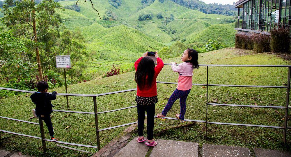 أطفال في أحد الحدائق