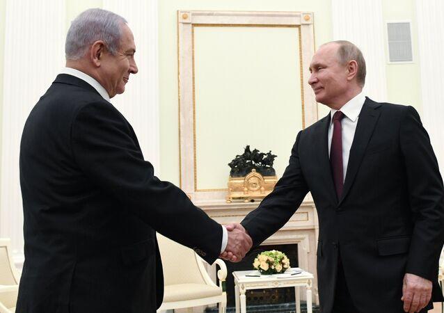 الرئيس الروسي فلاديمير بوتين ورئيس الوزراء الإسرائيلي بنيامين نتنياهو
