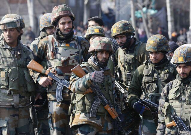 تصاعد التوتر بين الهند و باكستان - جنود هنديون/ الجيش الهندي في محيط سريناغار، شباط/ فبراير 2019