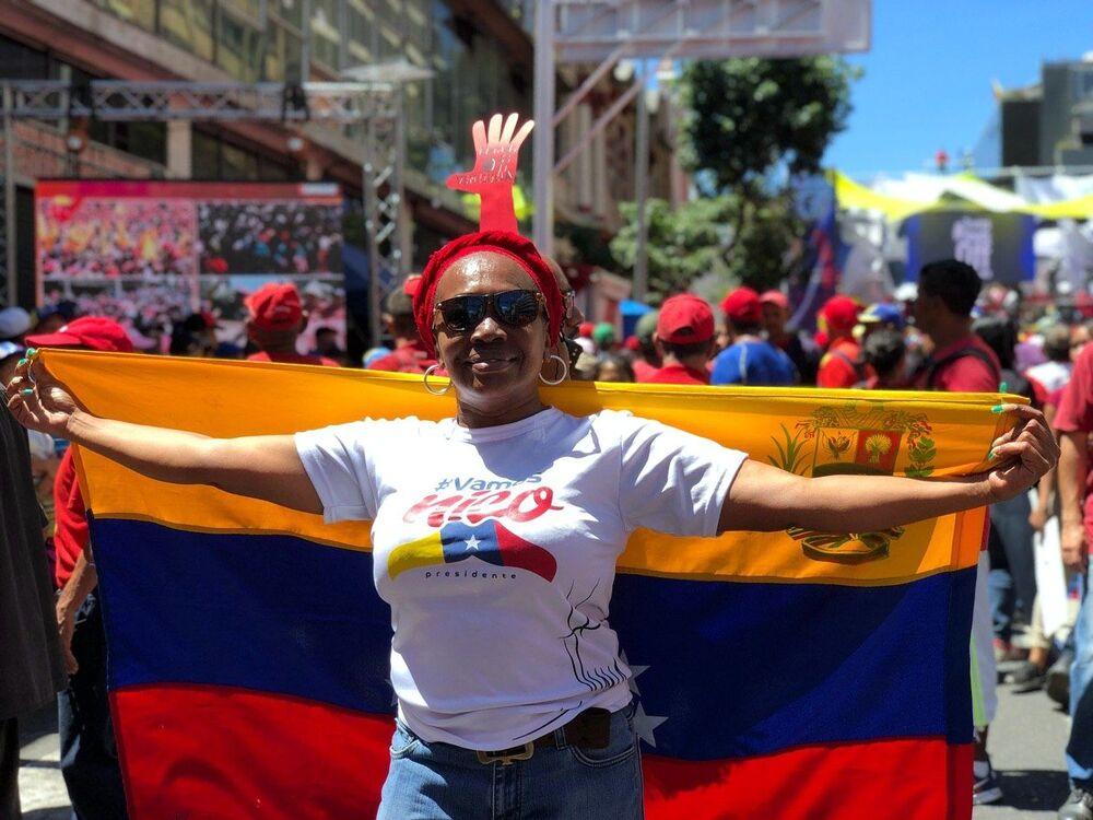 مشاركة في مسيرة داعمة للرئيس الفنزويلي نيكولاس مادورو في كاراكاس، فنزويلا